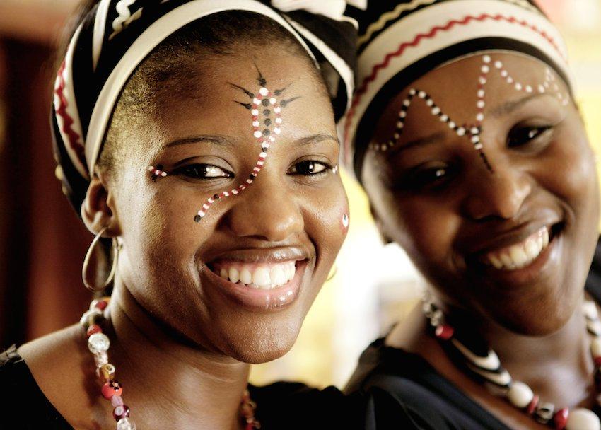 Frau-Afrika-Erlebnisreise-buchen-Regensburg