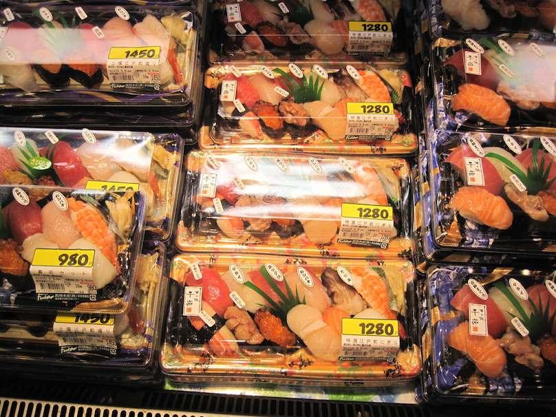 Sushi in Tokyo kaufen Urlaubsreise