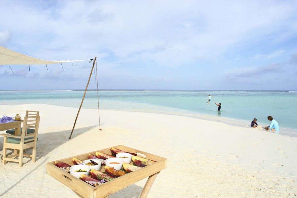 Soneva Jani Malediven Frühstück am Strand geniessen
