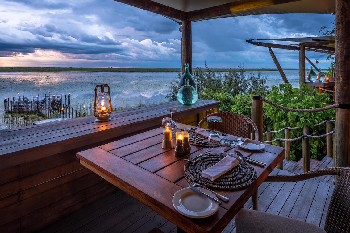 Dumatau Tisch mit Ausblick auf See