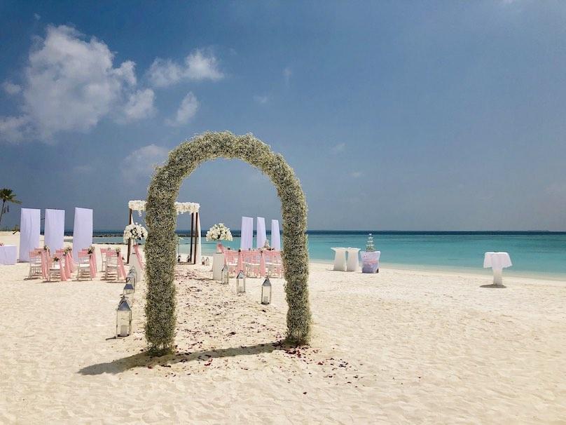Hochzeit auf den Malediven Rosenbogen