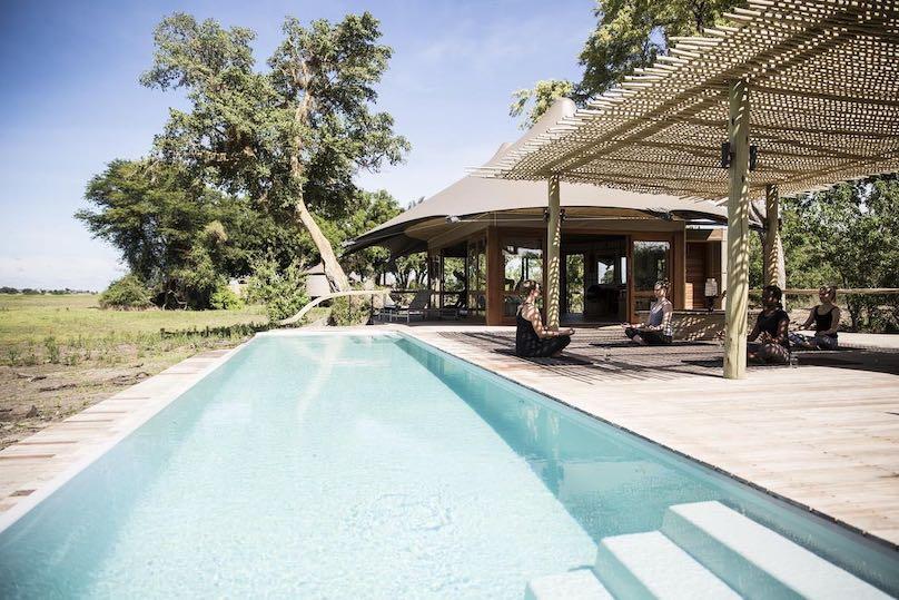 Mombo Camp Pool mit Yoga