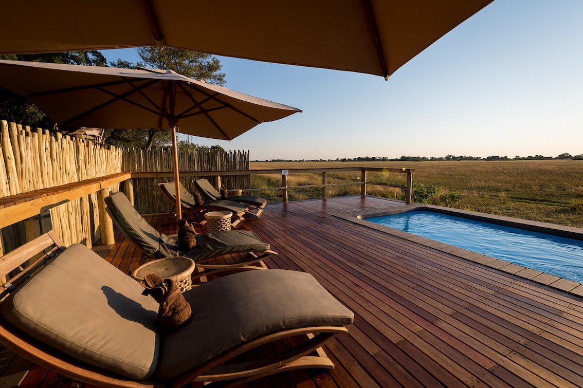 Wilderness Kwetsani Camp Pool und Sonnenliegen
