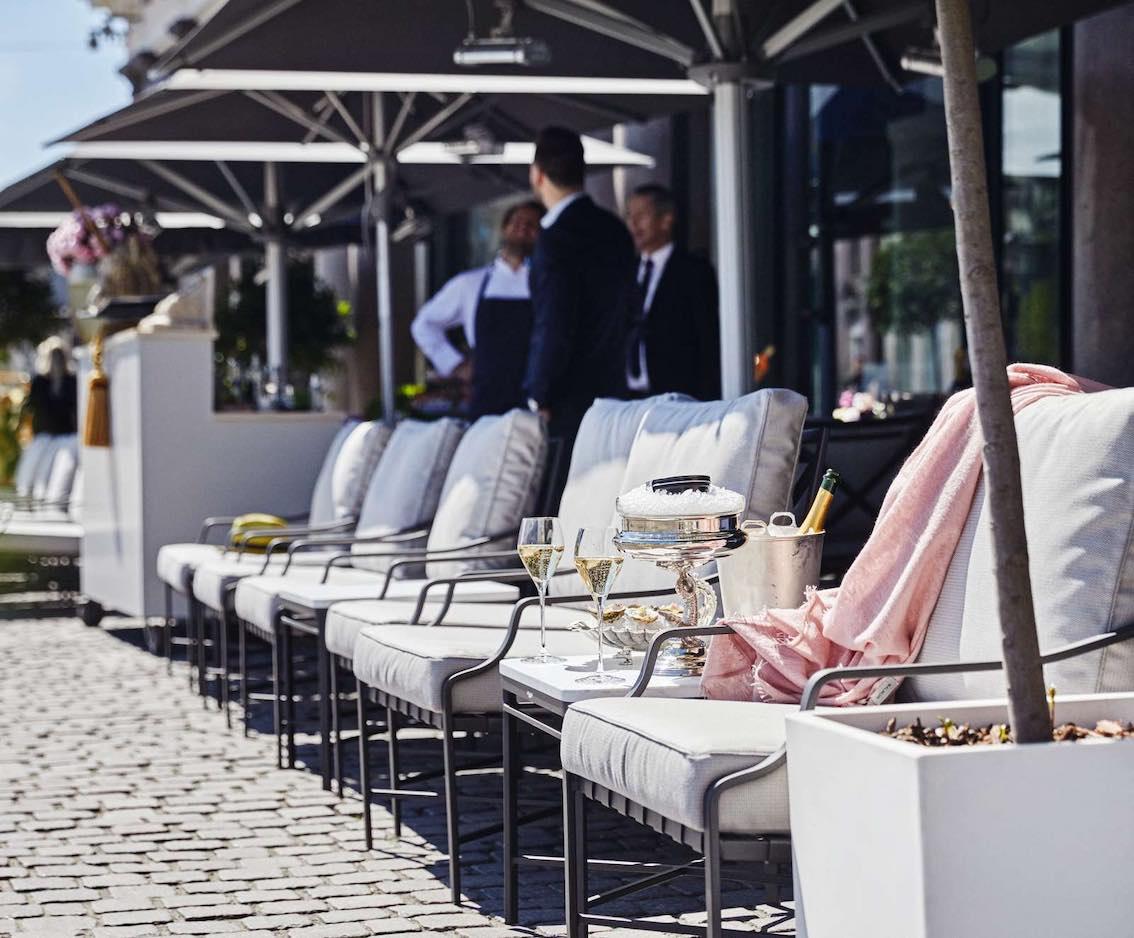 D'ANGLETERRE Sitze außen mit Champagner