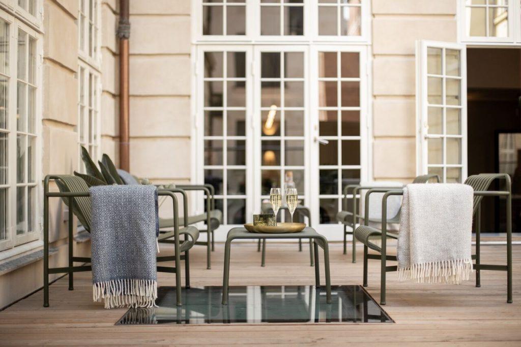 Nobis Hotel Kopenhagen Außenbereich mit 2 Gläsern Champagner