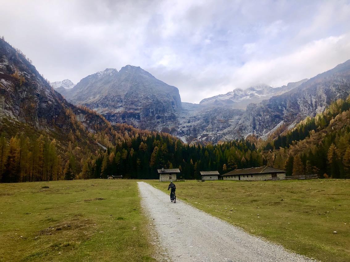 Radfahren Lefay Dolomiti im Tal