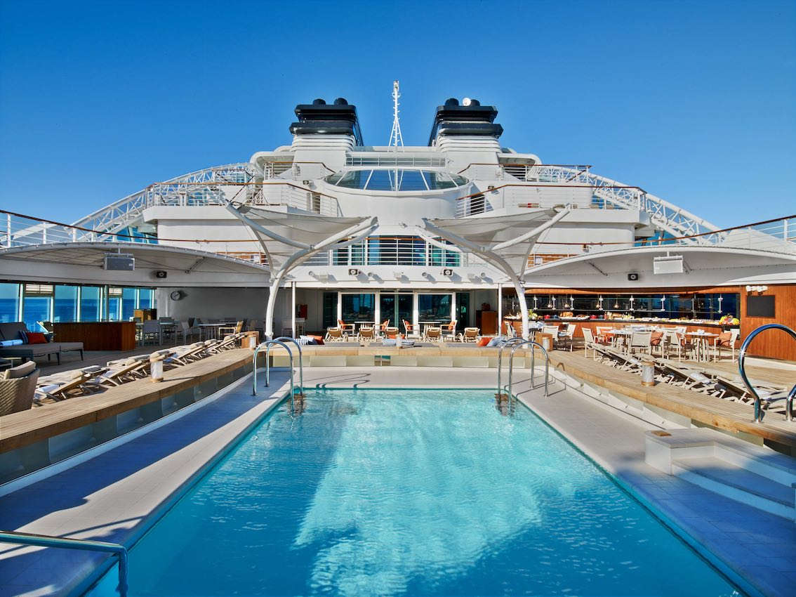Seaoubron Ovation Pool Deck